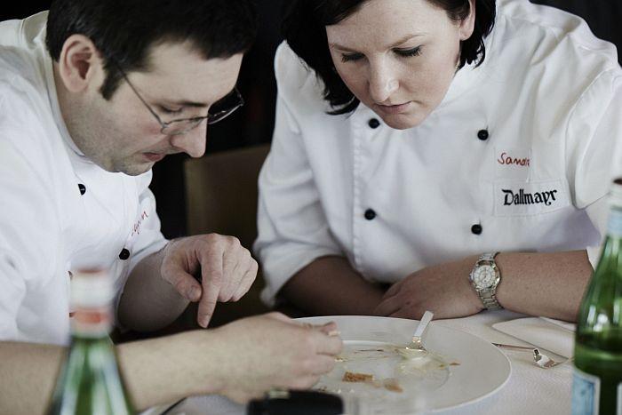 Traumberuf Koch? Ein Film zeigt die Härten des Alltags in Deutschlands Spitzenküchen - Heute bei HOTELIER TV: http://www.hoteliertv.net/sterneküche-chefköche