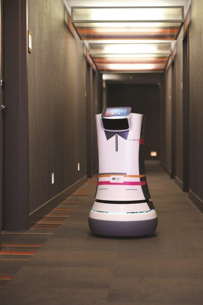 """Future Hotel: Serviceroboter und Smartphone-Apps zum """"keyless"""" Check-in und Zimmerzugang gehören zum neuen Standard (Foto: Starwood Hotels/Aloft Cupertino)"""