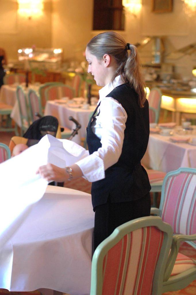 In Österreich erhalten die angestellten Gastro-Mitarbeiter 2,2% mehr Lohn