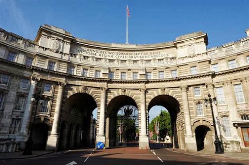 er historische Triumphbogen Admiralty Arch in London wird zum Luxushotel