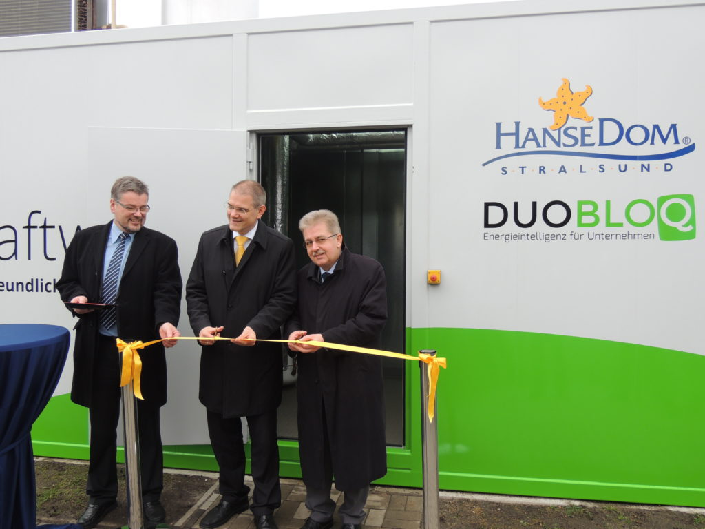 Von links: Dirk Höft, General Manager HanseDom Stralsund GmbH; Oberbürgermeister Dr. Alexander Badrow; Bodo Sikora, Geschäftsführer der HanseDom Stralsund GmbH