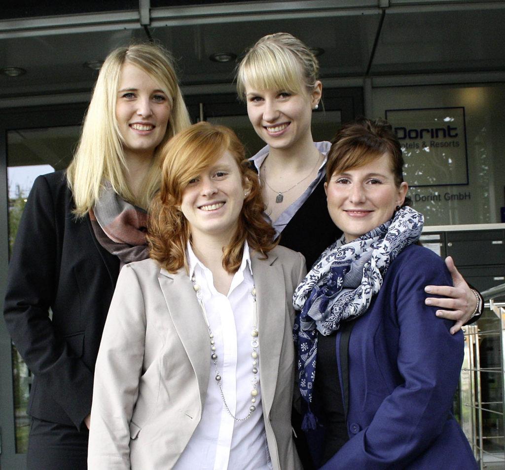 Dorints Verkaufstalente beginnen ihr internes Entwicklungsprogramm (von links): Saskia Stern, Tina Stamm, Mandy Schonscheck Sandra Krause