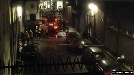 Aufnahme eines Nachbarn: Feuerwehr-Einsatz am kollabierten Hyatt Regency London The Churchill - dort ereignete sich eine schwere Gasexplosion im Untergeschoss