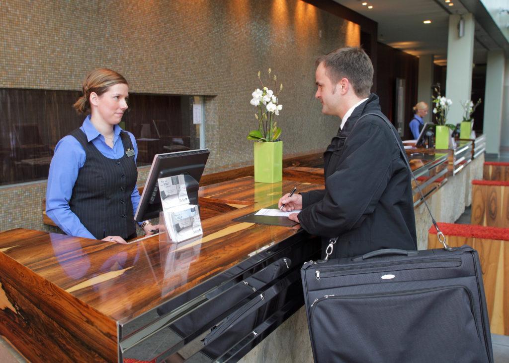 Englisch nicht nur beim Check-in wichtig - Hoteliers und Gastronomen müssen sich über die internationale Ausrichtung ihrer Gastbetriebe verstärkt Gedanken machen