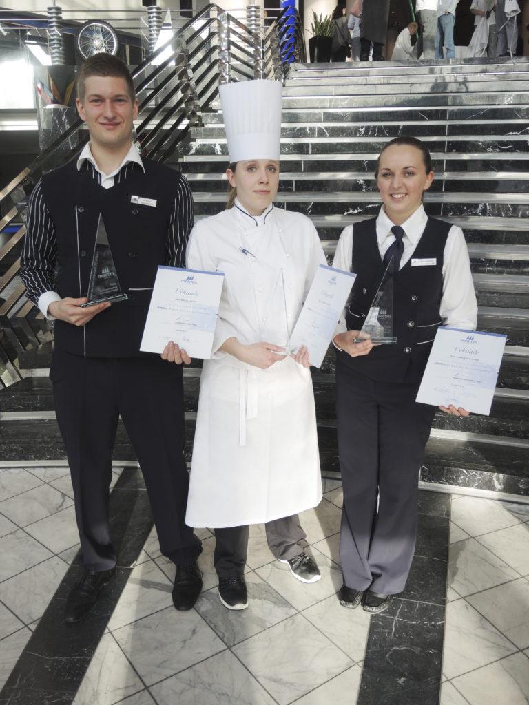 Gewinner Maritim Azubi Pokal 2015: David Krauss (Maritim Hotel Ulm), Jennifer Kliem (Maritim Hotel Berlin) und Jessica Schneider (Maritim Hotel Stuttgart)