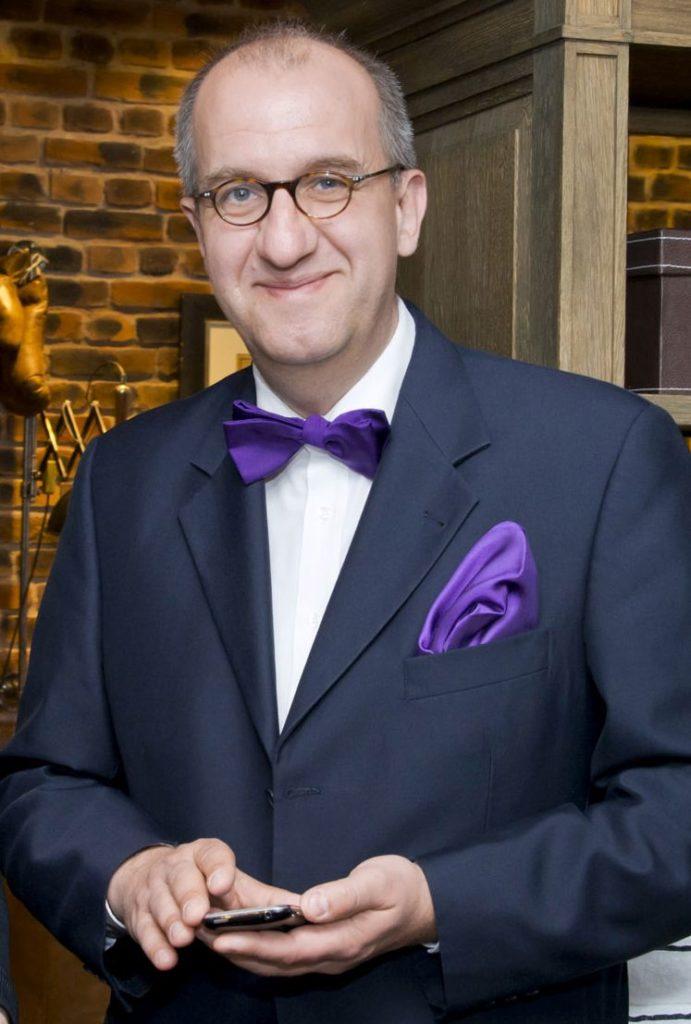 Good Morning Hoteliers (65): Hotelmanagement mit HOTELIER TV & RADIO – Mit Social Videos klappt das Direktmarketing noch besser – Neuer Wochengruss von Carsten Hennig: http://www.hoteliertv.net