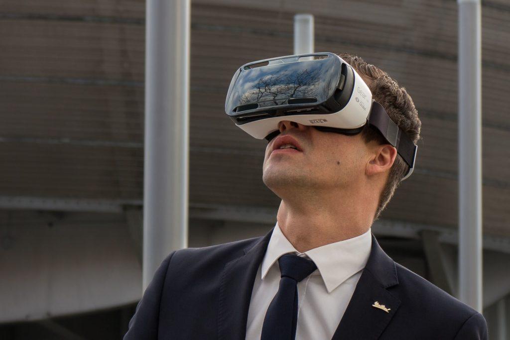 Hotelmarketing 4.0 mit VR-Brille - Foto: Radisson Blu Hotel Hannover