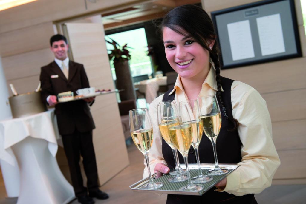 Franziska Gerl, Travel Charme Ifen Hotel Kleinwalsertal, Auszubildende Restaurantfachfrau (Foto: Travel Charme)