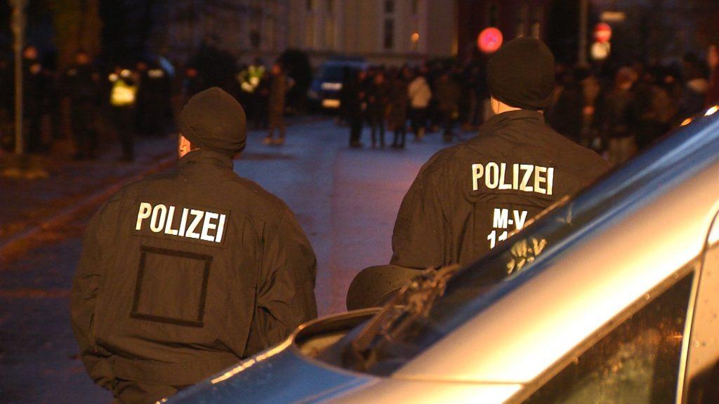 Polizei im Einsatz (Foto: ZDF/Janine Büchner)