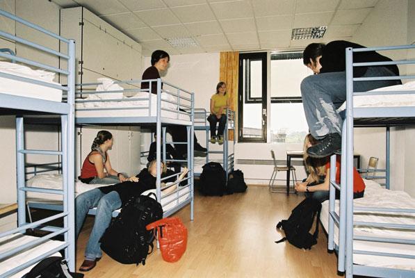 A&O Mehrbettzimmer - Man kommt sich näher (Foto: A&O)
