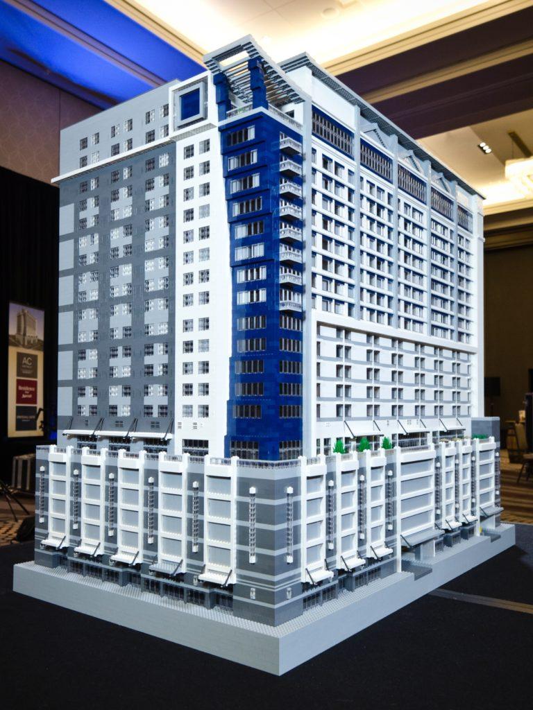 Neues Hotelkonzept als Lego-Modell - Witzige Idee zur Präsentation des ersten Drei-Marken-Konzepts von Marriott (Foto: North Point Hospitality)