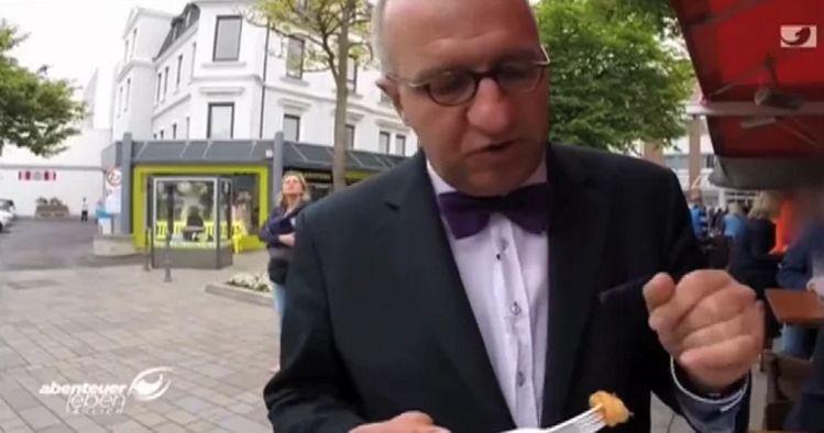 Carsten Hennig beim Gastrotest auf Sylt (Screenshot: Kabeleins)