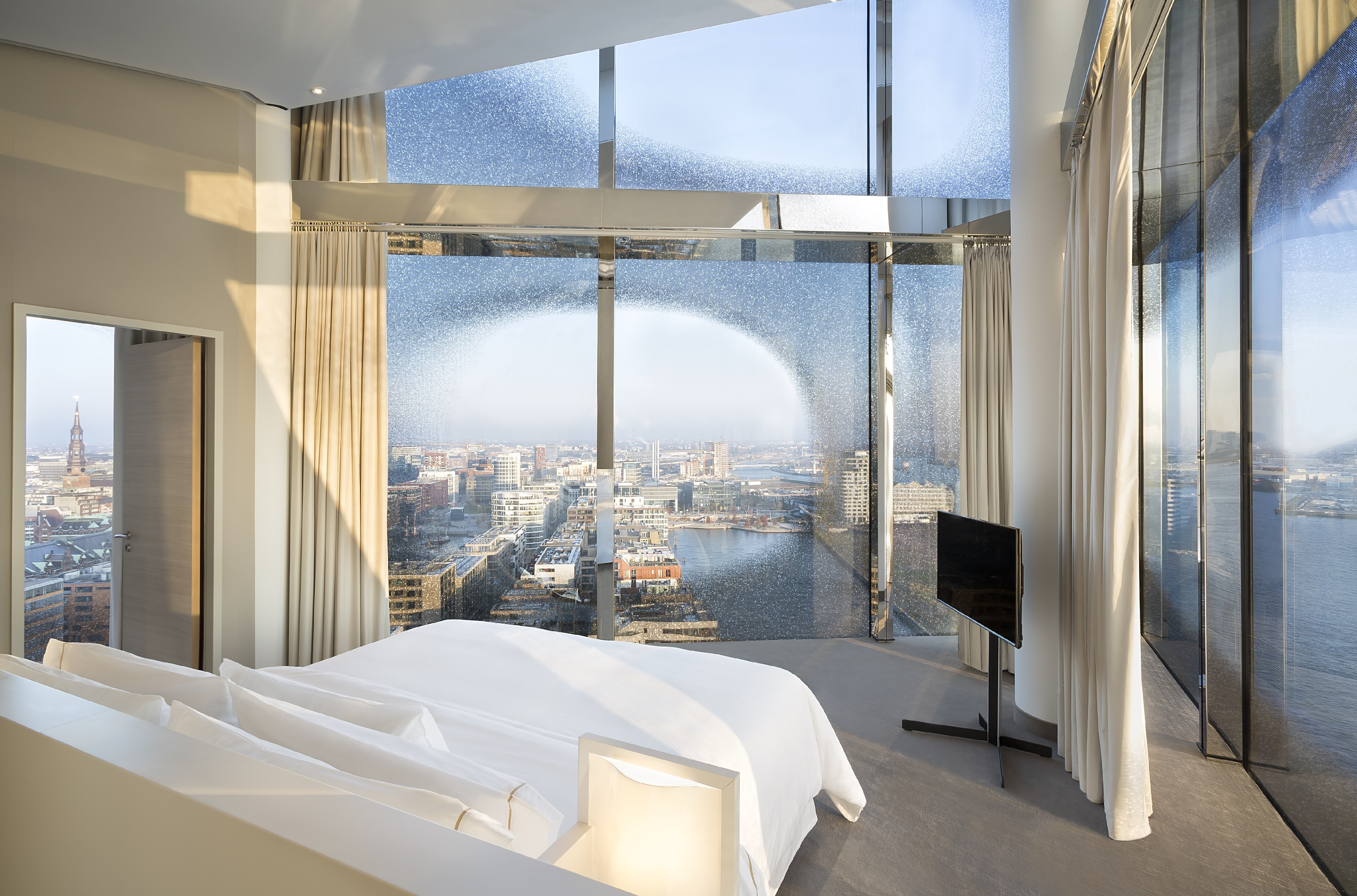 designunfall oder ultracool neues westin hotel in der elbphilharmonie in hamburg besticht durch. Black Bedroom Furniture Sets. Home Design Ideas