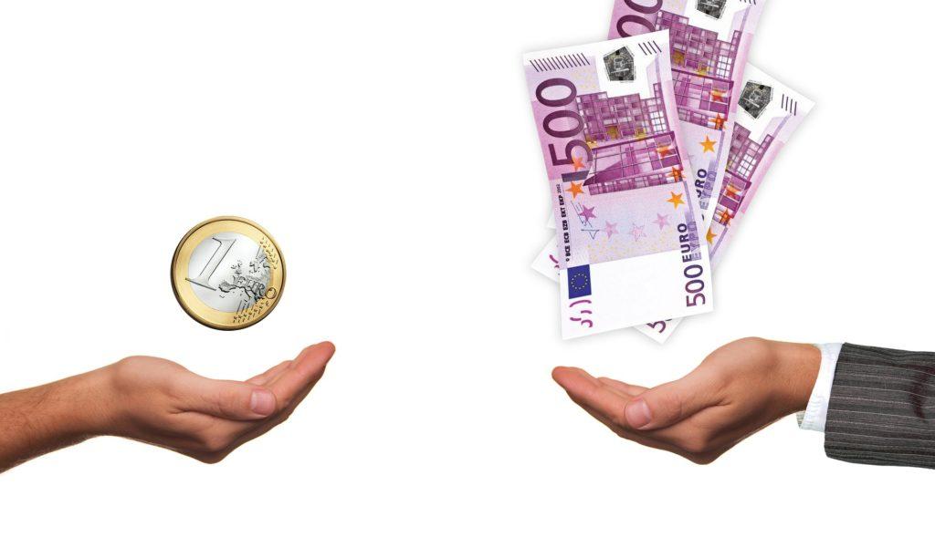 Mehr Geld soll neue Bewerber für Hotels und Restaurants anziehen - ein neuer Bieterwettstreit ist entbrannt (Fotzo: Geralt/Pixabay)