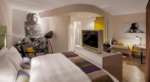Indigo Hotel Düsseldorf Victoriaplatz - Designzimmer im 1950er-Jahre-Stil