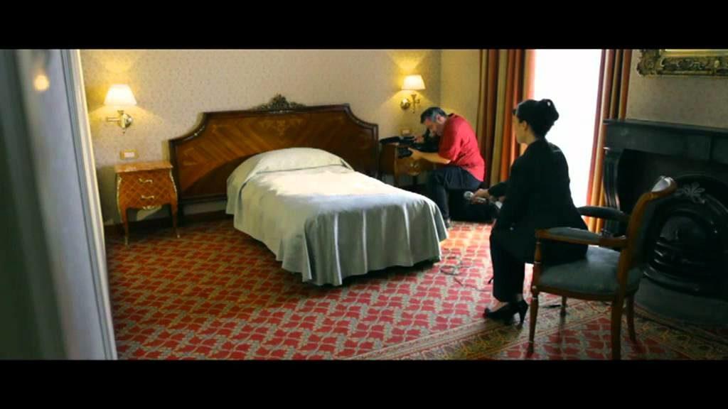 """Haben Sie schon einmal ein Hotelbett interviewt? Was das wohl alles zu berichten weiß? Szenenbildner aus dem preisgekröntem Kurzfilm """"Monsieur du lit"""""""