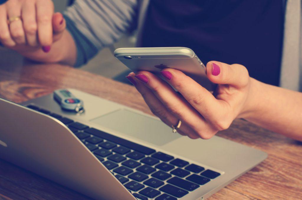 Smartphones im Einsatz: Ist Ihre Website mobile-friendly? (Foto: Unsplash/Pexels)